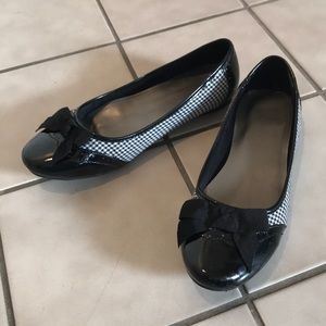 🔥HOST PICK🔥 Wide width black and white shoes